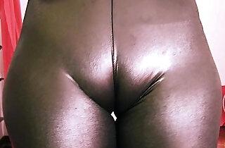 Bubble Butt Teen Has a Huge Cametoe In Tight Spandex!