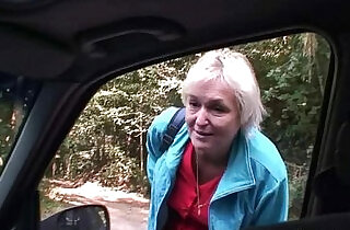 Old bitch gets her pussy nailed in the car by a stranger