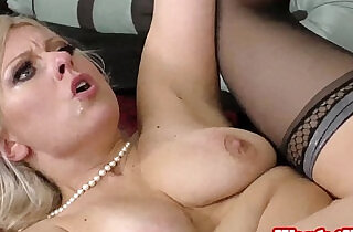 Mature pornstar Zoey Tyler bangs younger dude