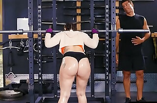 Big ass gym babe Mandy Muse anal after squats