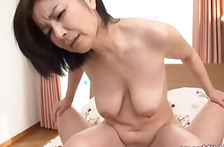 Milf Sucking Guy Hairy Pussy finger Fucked On The Bed