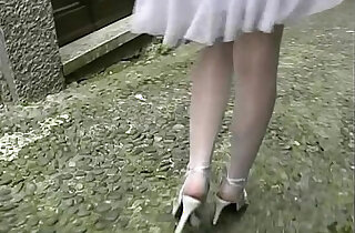 Hot amateur busty brunette flashing her legs and pussy before an outdoor blow job