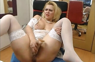 Blonde MILF toys pussy on webcam