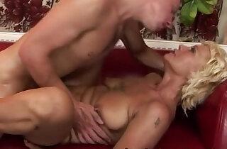 Amateur GILF getting pussyfucked